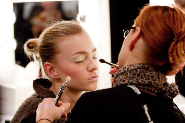 Learn How To Become A Make Up Artist