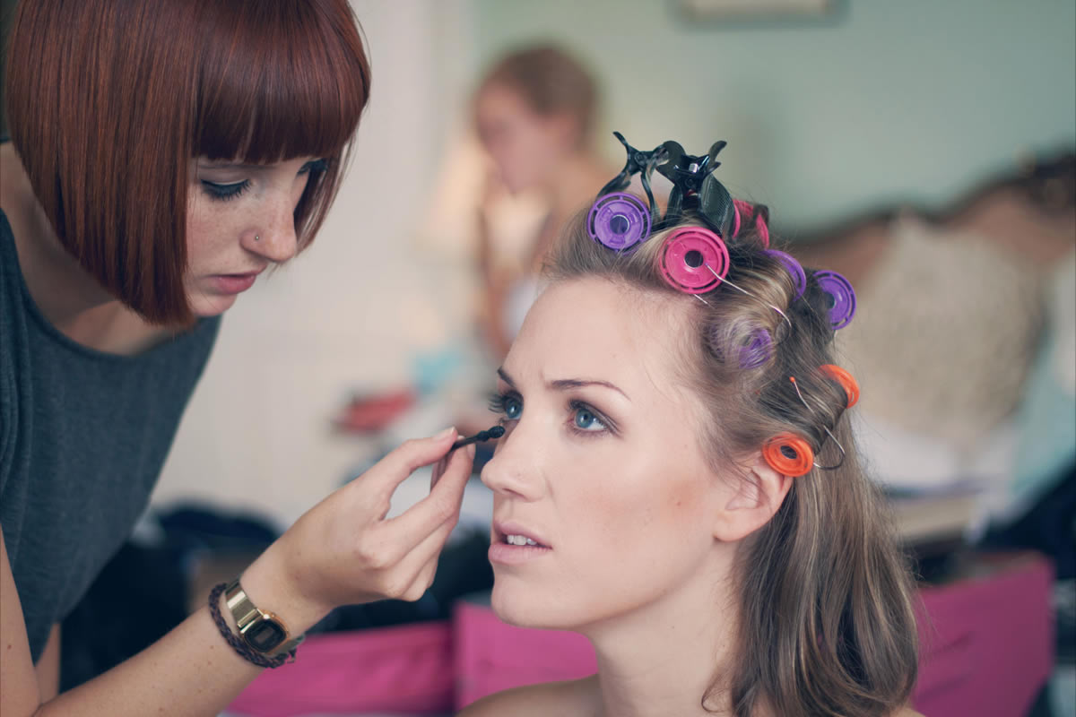 Find Make Up Artist Jobs