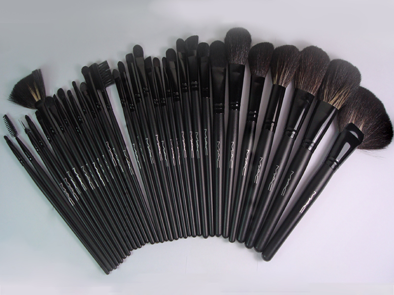 Check this Professional Makeup Brush Set