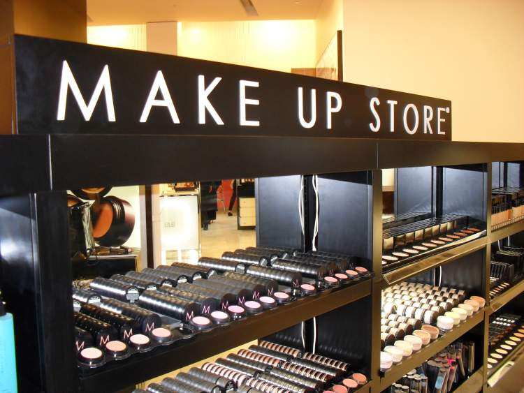 Convenient Make Up Shop